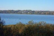 <p>Видны улица Рыбаковская, часть улиц Никифоровского и Южной. На озере постоянно можно увидеть множество рыбаков.</p>