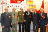 <p>Ветераны в школьном историко-краеведческом музее. 9 мая 2011г.</p>