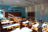 <p>Кабинет физики находится на втором этаже детского сада - средней школы. Рядом имеется лаборантская.</p>